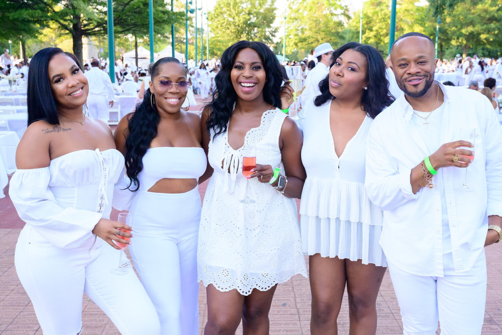 Diner-en-blanc-atlanta-2019-diner-en-blanc-atlanta-2019-registration-all-white-eating-with-erica-food-blogger-foodie-diner-en-blanc-atlanta-2020 Diner-en-blanc-paris-what-to-wear-to-diner en blanc-atlanta-2018-registration-Mysterious-dinner-party-Le-Diner-en-Blanc-explained-diner-en-blanc-atlanta 2019-date-diner-en-blanc-atlanta-2020-registration-All-White-Affair-#DinerEnBlancAtl-#DinerEnBlanc2019-satchel-jester-upscale-magazine-Centennial-Olympic-Park-2019-the-exclusive-outdoor-picnic-food-expert-eating-with-erica-food-blogger-foodie-atlanta-blogger-erica-key